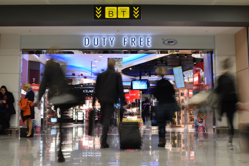 Duty free walk through op pier B