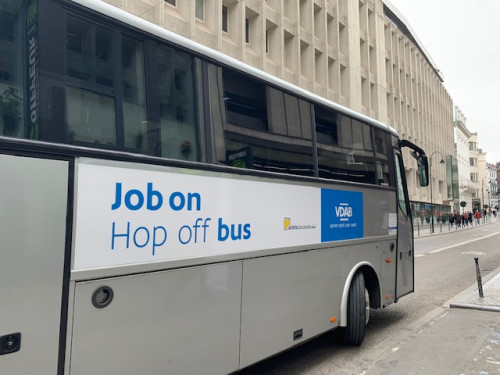bus met logo job on hop off bus